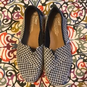 Size 6 black and white woven TOMS